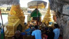 パ・アンのhpa an kyaut ka latt pagodaです。岩の上にあるパゴダです。ここは撮影禁止ですが、人が少なかったからだと思いますが、写真を撮ってもいいよと言われました。