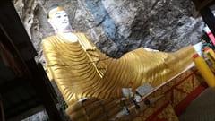 サダン洞窟の中には、たくさんの仏像があります。