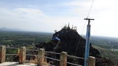 キャウッタロン・パゴダ Kyauk Ta Lone Pagoda Taung Mountain 女性禁制 モーラミャイン Mawlamyine 写真 photo