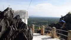 キャウッタロン・パゴダ Kyauk Ta Lone Pagoda Taung Mountain 2つの頂上 2 top of the mountain モーラミャイン Mawlamyine 写真 photo