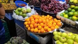 モーラミャインのフルーツマーケット、たくさんのフルーツ