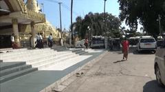 タトンにあるShwe Sar Yan Pagodaの写真 お土産屋さん